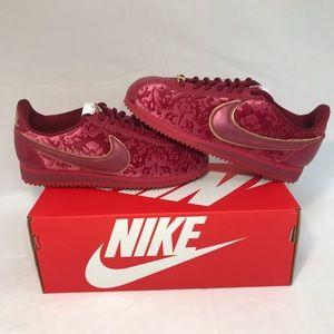 Nike Classic Cortez SE Velvet Burgundy Sneaker Sho